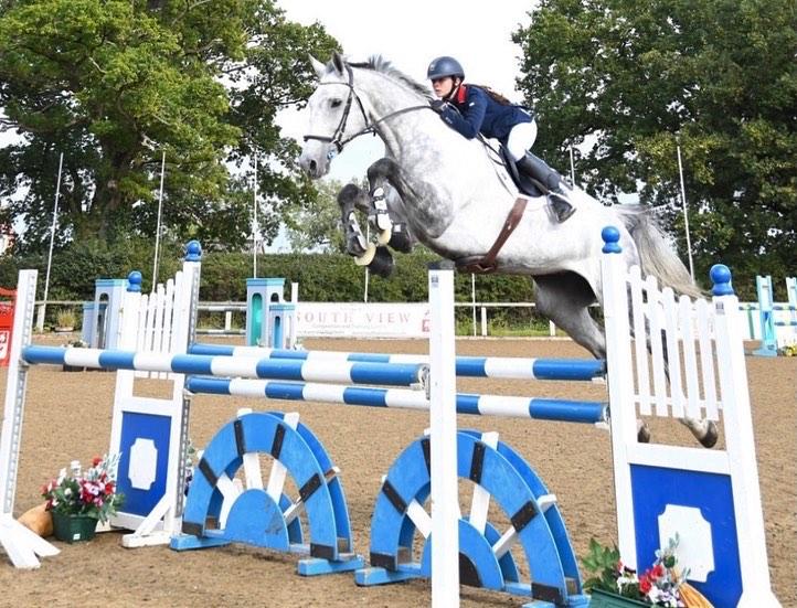 15 yo International Showjumper Aimee Jones joins Team Synovium UK - Synovium Horse Health